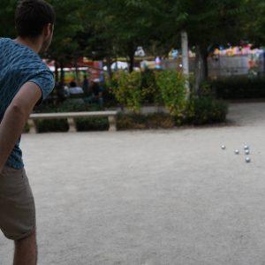 Attentions aux boules de pétanque de l'été